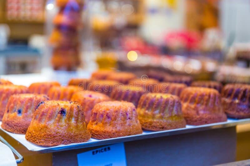 Gugelhupf alsacien traditionnel sur la boulangerie photos libres de droits