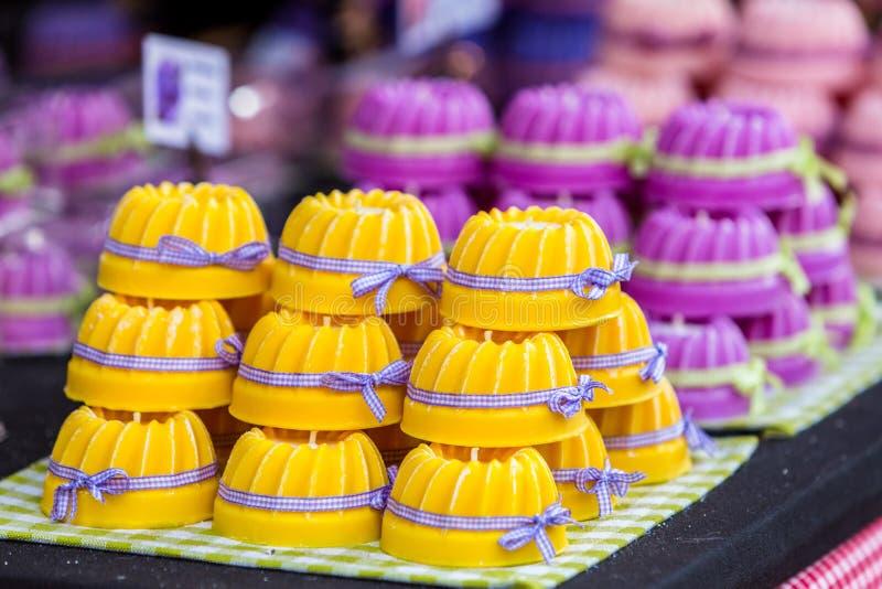 Gugelhupf alsacien traditionnel sur la boulangerie photo libre de droits