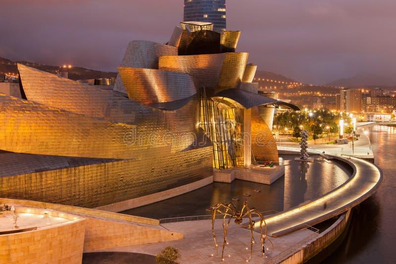 Guggenheim Bilbao par nuit image libre de droits