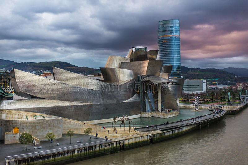 Guggenheim en Wolken royalty-vrije stock fotografie