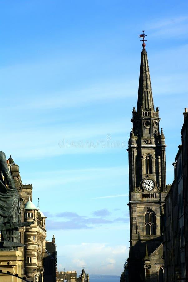Guglia di pietra su Tron Kirk a Edimburgo, Scozia fotografia stock