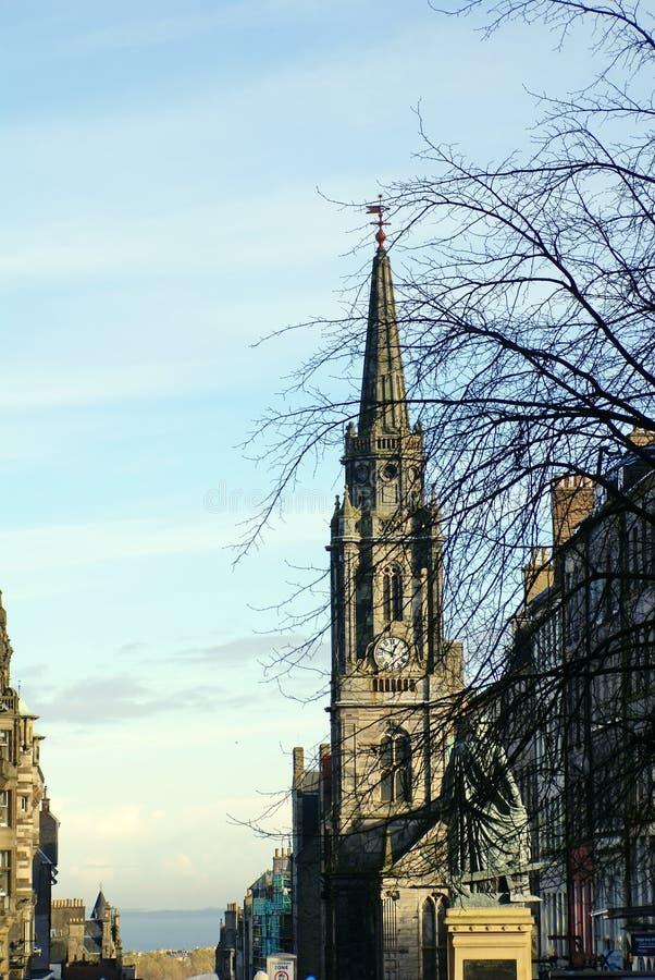 Guglia di pietra su Tron Kirk a Edimburgo, Scozia immagine stock