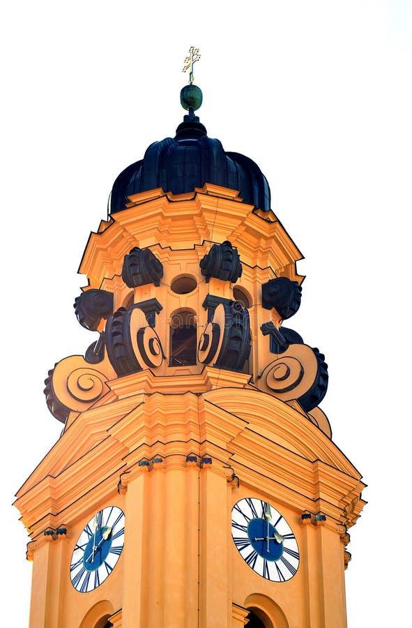 Guglia di Theatine Chucrh Theatinerkirche, Monaco di Baviera, Germania, isolata su bianco immagini stock