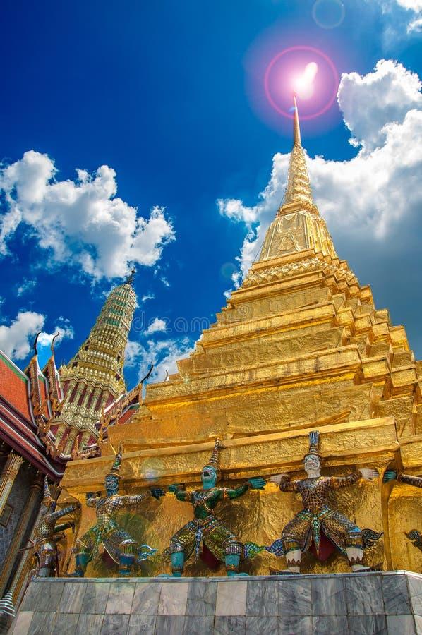 Guglia dorata del tempio immagini stock libere da diritti