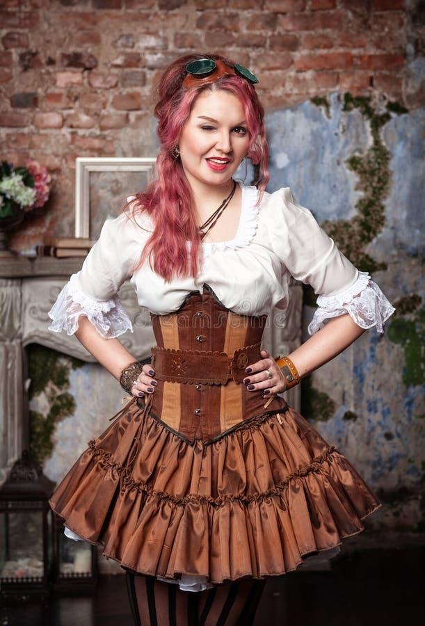 Guiño hermoso de la mujer del steampunk fotos de archivo