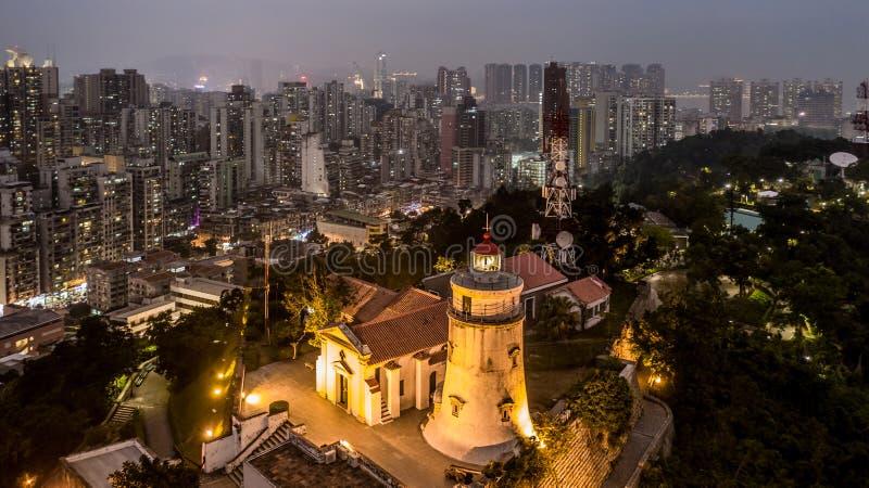 Guia Lighthouse, forteresse et chapelle, vue aérienne la nuit, Macao image libre de droits