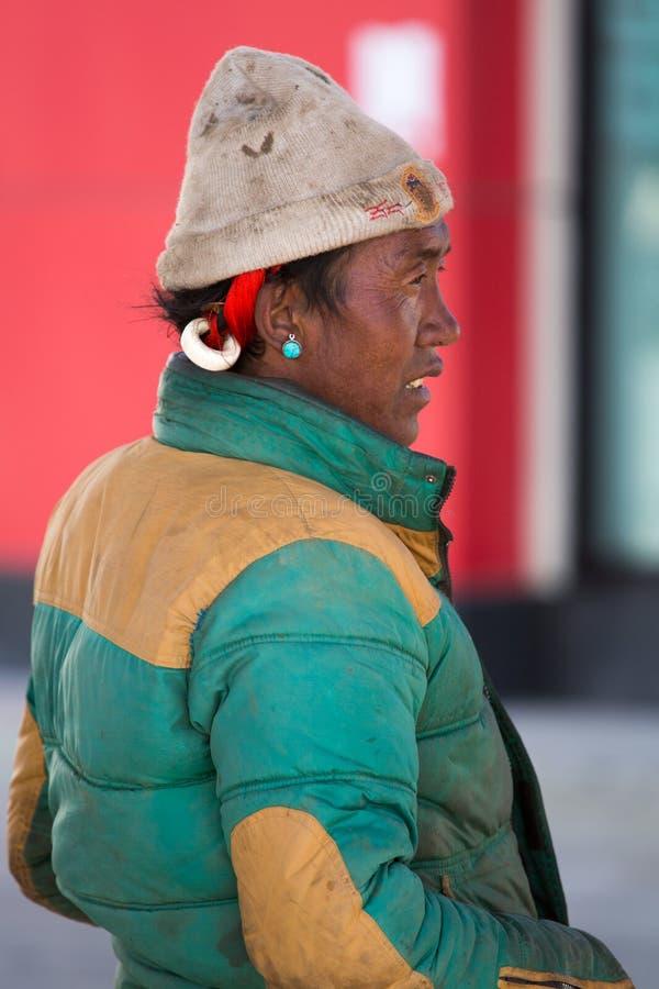Guia tibetano em Lhassa imagens de stock