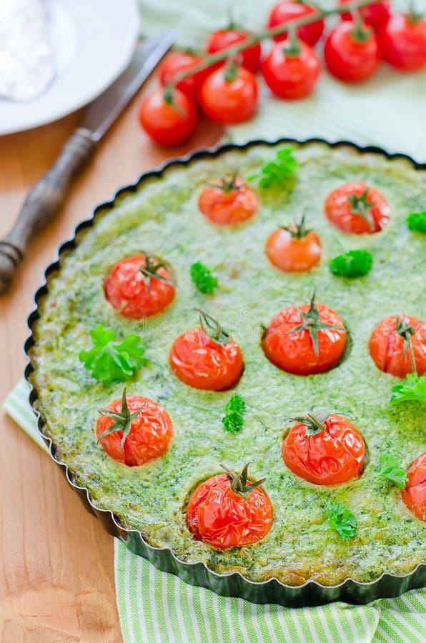 guiche szpinaka pomidor zdjęcie royalty free