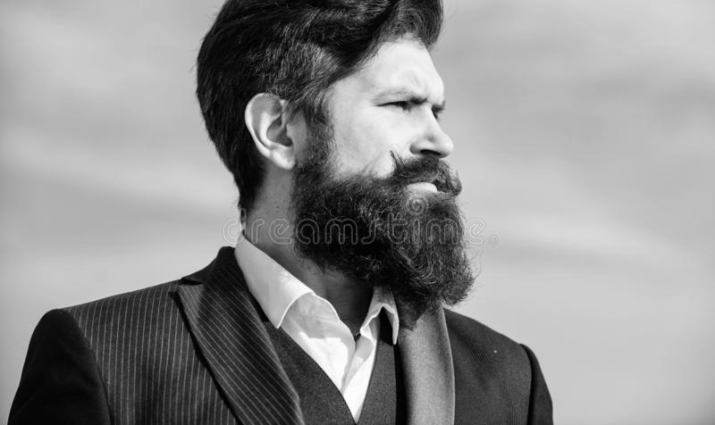 Guida crescente della barba epica Barba lunga di stile d'annata Cura della barba e dei baffi dei capelli facciali Tendenza di mod fotografia stock