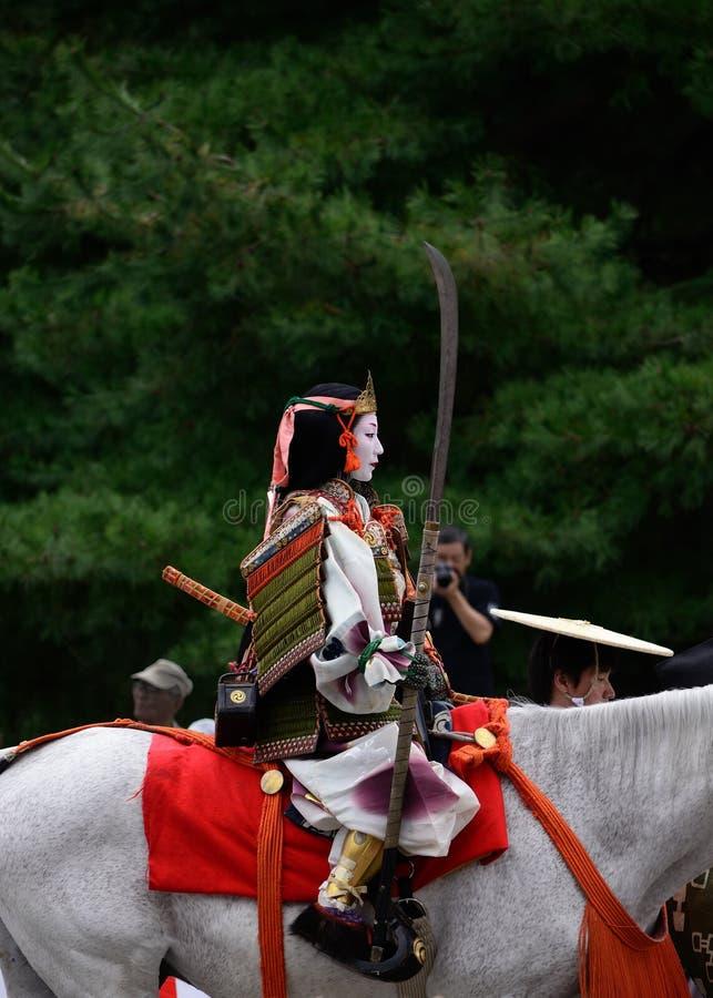Guida dello Swordswoman sul cavallo alla parata di Jidai Matsuri, Giappone immagini stock libere da diritti