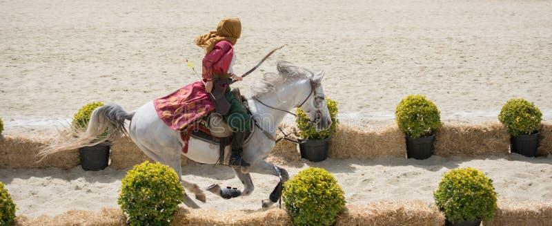 Guida e fucilazione dell'arcere del cavallerizzo dell'ottomano fotografie stock libere da diritti