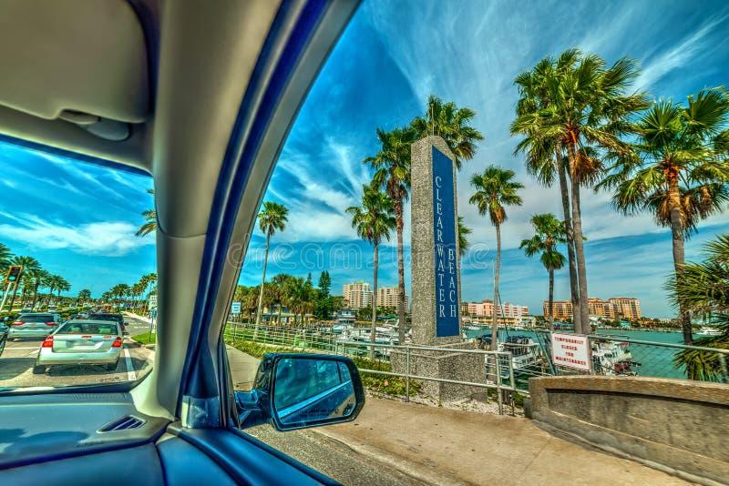 Guidando sulla parte anteriore di mare della spiaggia di Clearwater immagine stock libera da diritti
