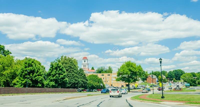 Guidando sulle vie in Maryville, il Tennessee fotografie stock