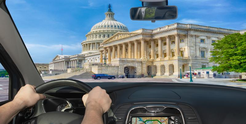 Guidando verso la costruzione del Campidoglio degli Stati Uniti, Washington DC, U immagine stock libera da diritti