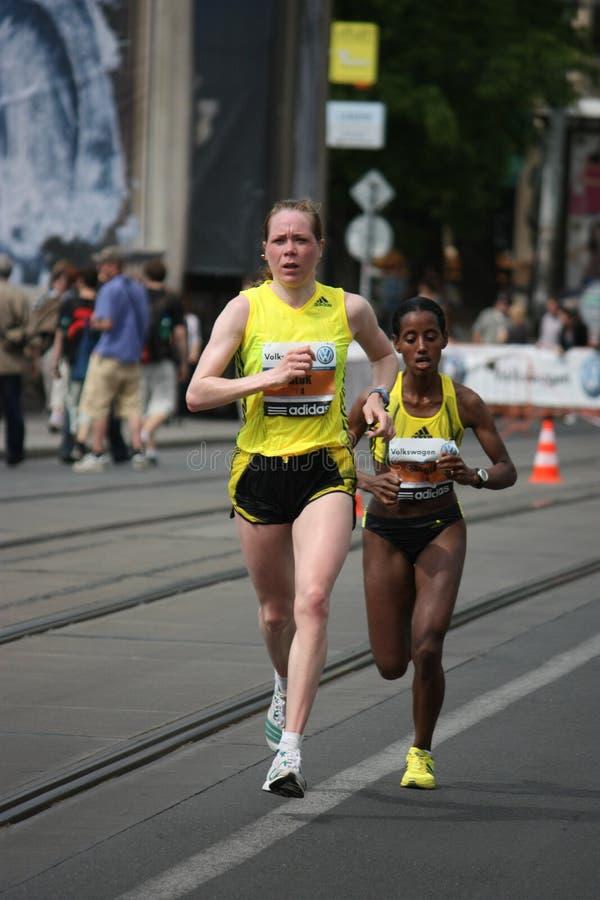 Guide 2009 della donna di maratona di Praga fotografia stock libera da diritti