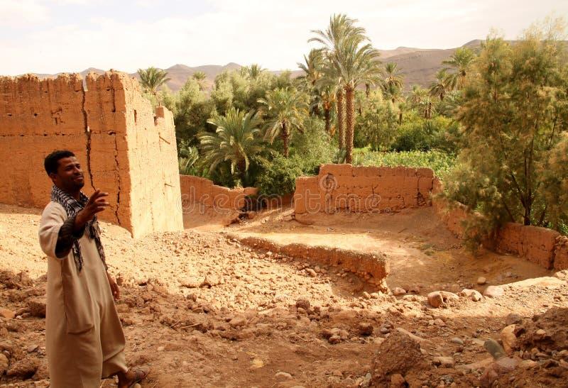 Guide de Berber dans le kasbah photographie stock