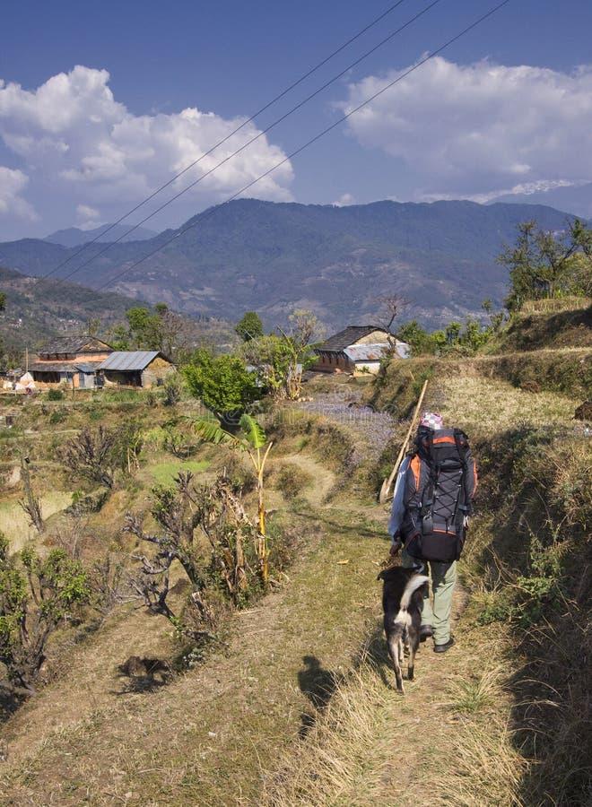 Guide de Nepali et son crabot dans l'annapurna images libres de droits