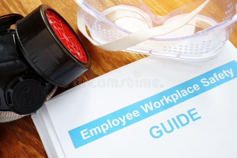 Guide de sécurité de lieu de travail des employés sur le bureau photographie stock libre de droits