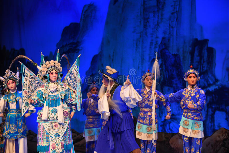 """Guide to lead the way- Beijing Opera"""" Women Generals of Yang Family"""". This opera tells a patriotic story how does an old woman of a hundred years old royalty free stock image"""