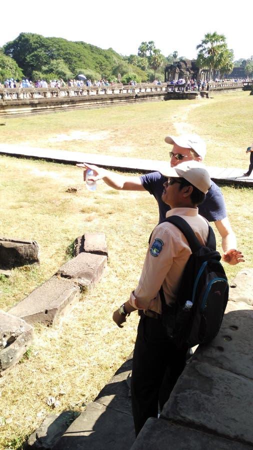 Guide touristique expliquant aux Étrangers photos stock