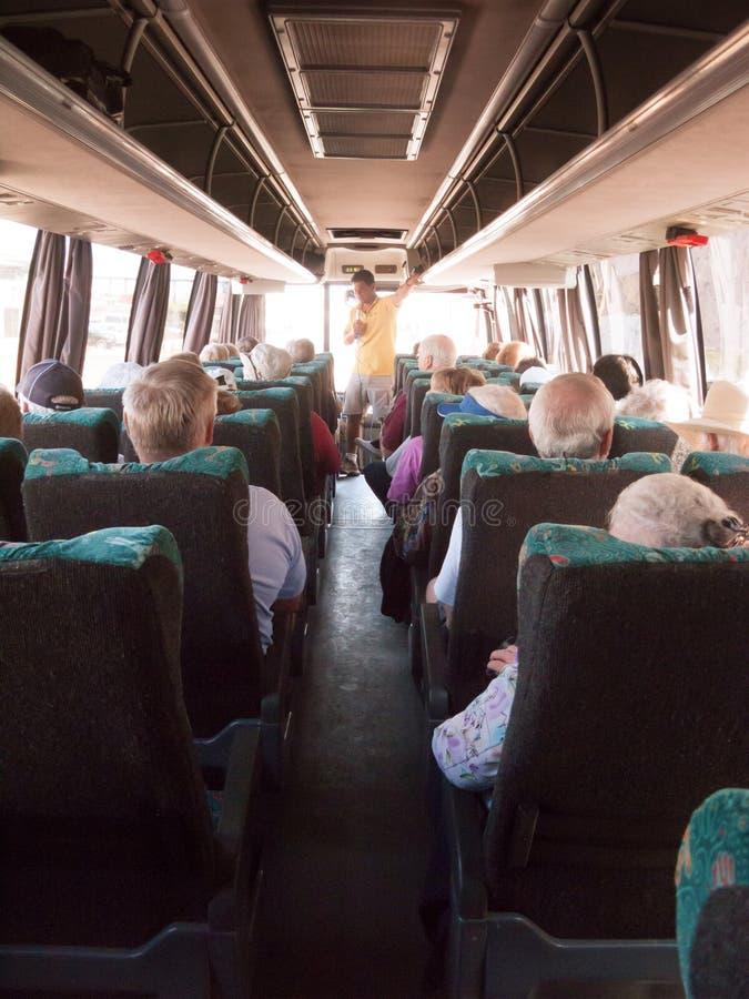 Guide touristique sur l'autobus images stock