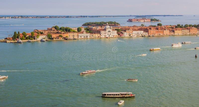 Guidecca wyspa, Wenecja Włochy, Czerwiec, - 27, 2014: Panoramiczny widok na Guidecca wyspie od St Mark dzwonnicy fotografia royalty free