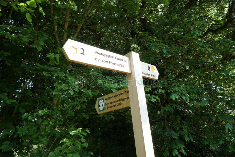 Guidepost на мост-водоводе Llangollen Уэльсе Великобритании стоковое фото rf