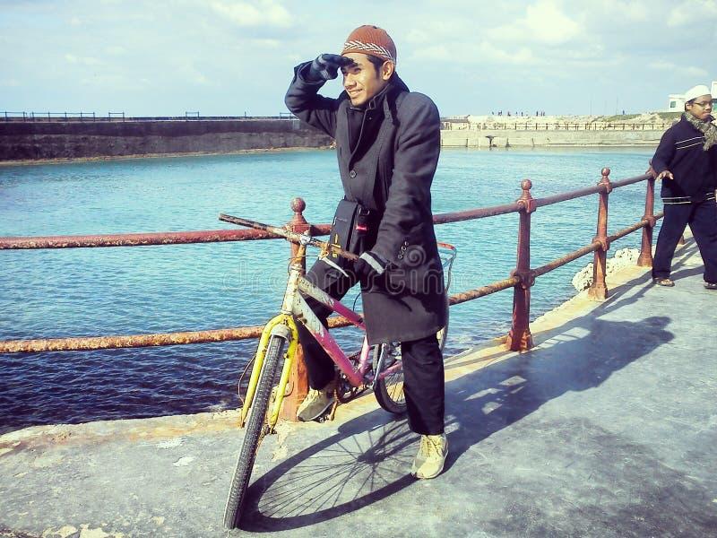 Guidi una bicicletta fotografie stock