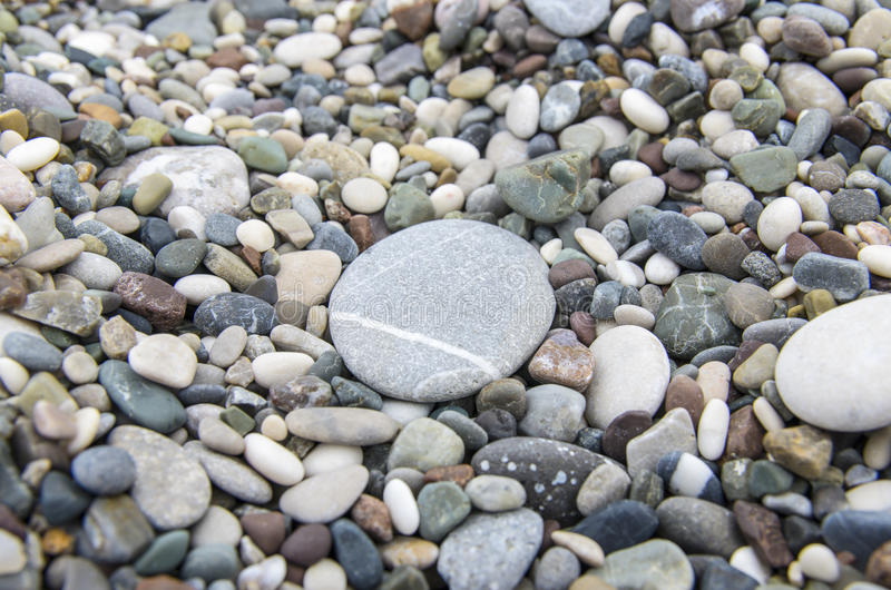Guijarros con el primer de piedra grande fotos de archivo