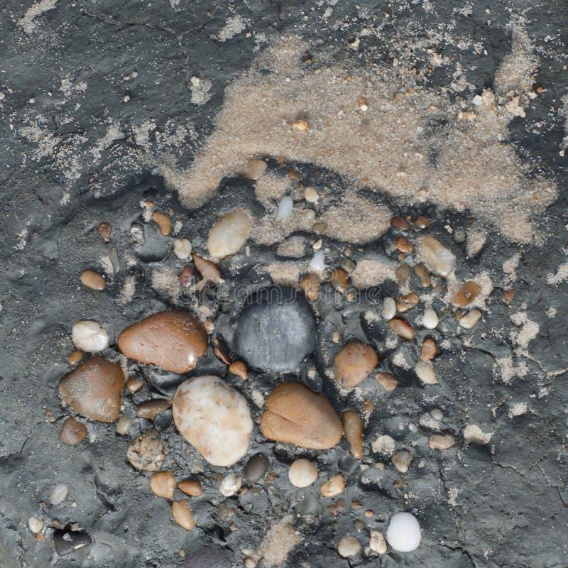 Guijarros integrados en roca foto de archivo libre de regalías