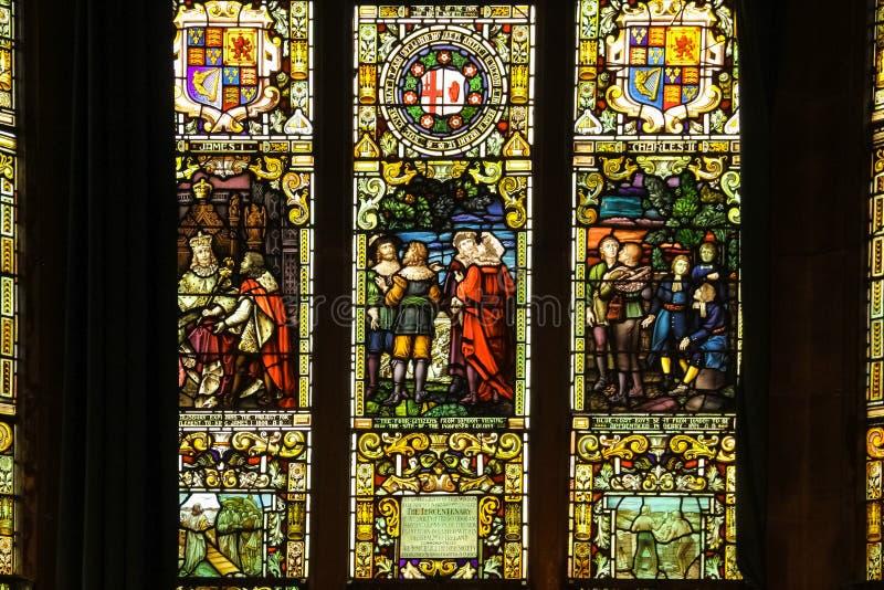 guildhall De Vensters van het gebrandschilderd glas Derry Londonderry Noord-Ierland Het Verenigd Koninkrijk stock foto's