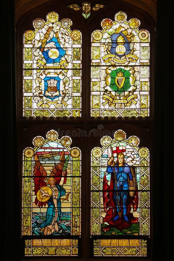 guildhall Vidro manchado Windows Derry Londonderry Irlanda do Norte Reino Unido foto de stock royalty free