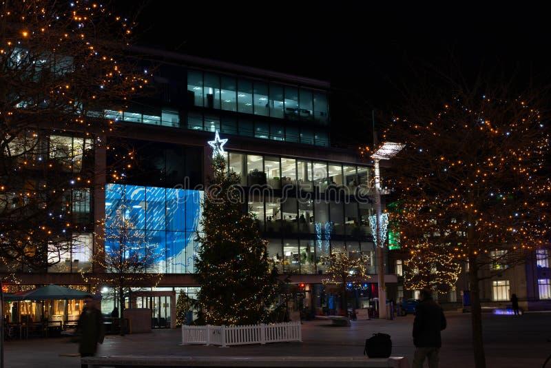 Guildhallfyrkant i Southampton på julnatt royaltyfri bild