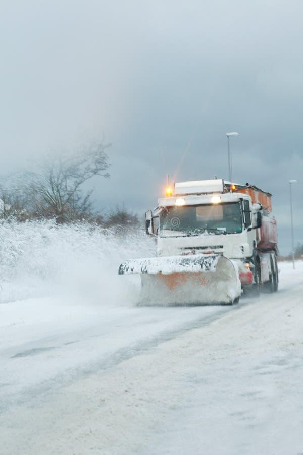Guilhotina da neve que cancela a queda de neve pesada imagens de stock royalty free