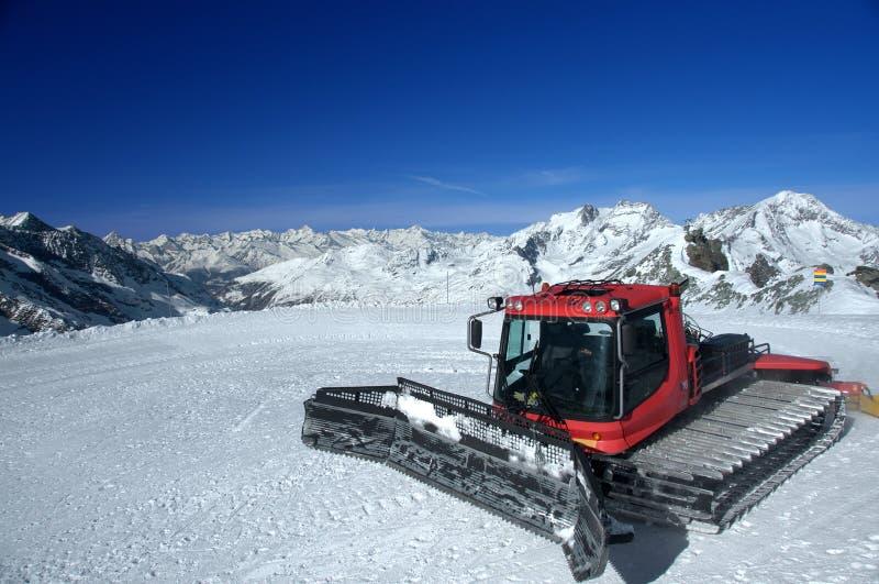 Guilhotina do funcionamento de esqui em uma geleira fotos de stock royalty free