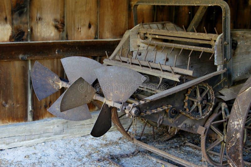Guilhotina velha da exploração agrícola fotos de stock