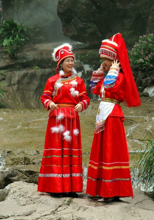 Guilin, Chine : Femmes dans le vêtement de Zhuang image libre de droits