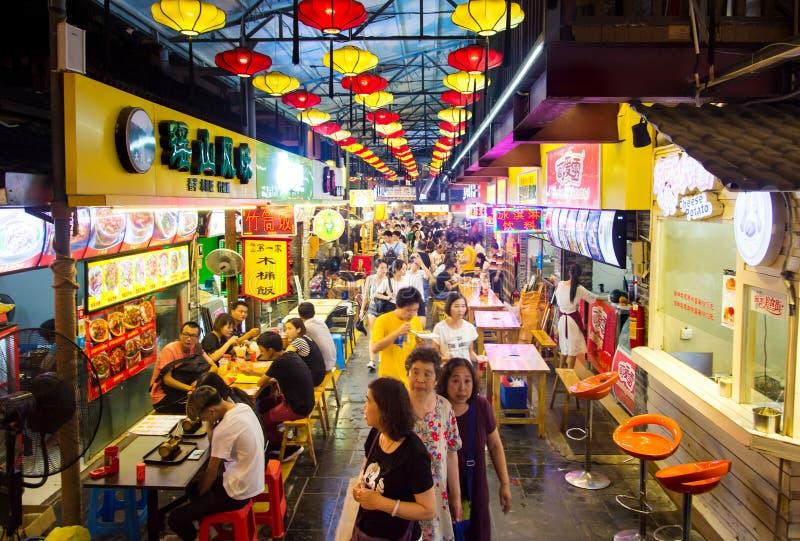 GUILIN, CHINE - 10 JUIN 2017 : Streptocoque couvert de nourriture et d'épicerie fine photo stock