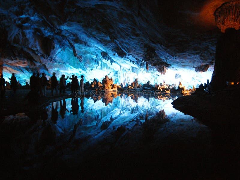 Guilin, Cina 30 dicembre 2007: Reed Flute Cave o il palazzo delle arti naturali immagine stock