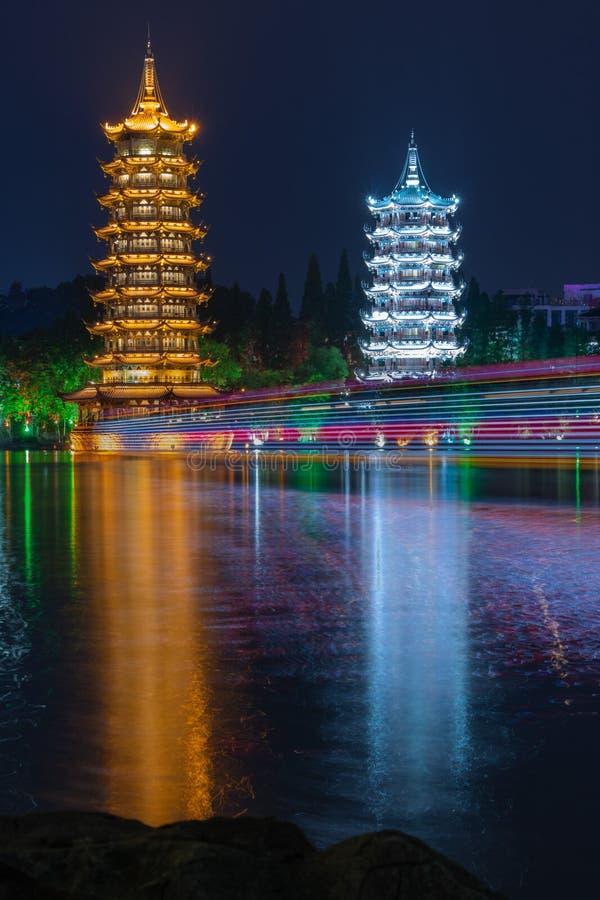 Guilin Kina - 05162019 Guilin pagoder på natten arkivfoton