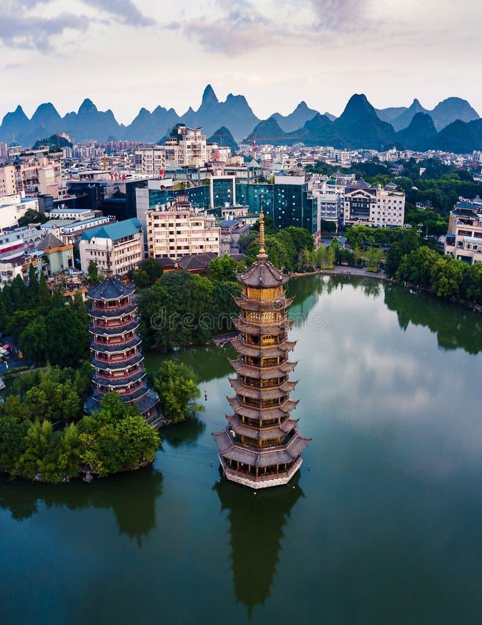 Guilin Parkuje Bliźniacze pagody w Guangxi prowincji Chiny zdjęcie stock