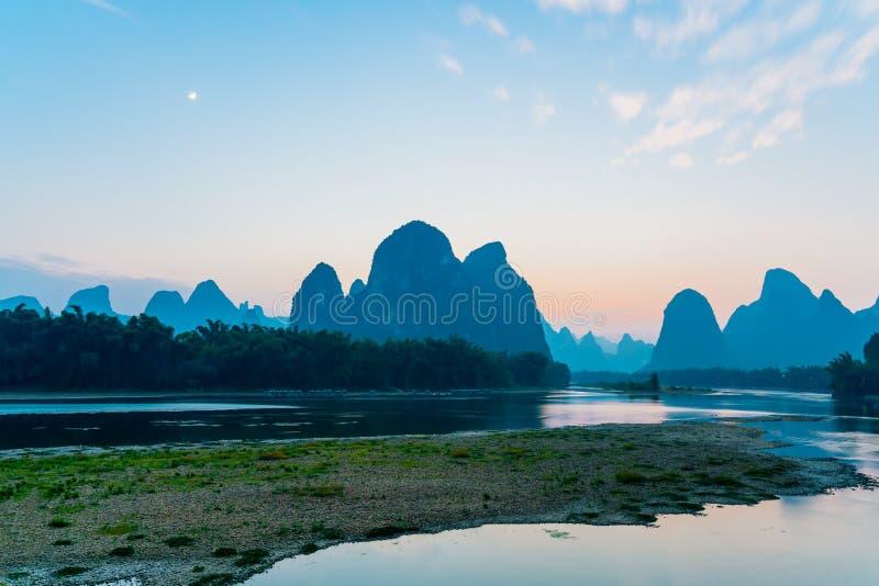 Guilin Yangshuo Lijiang rzeki krajobrazu zmierzch obraz royalty free