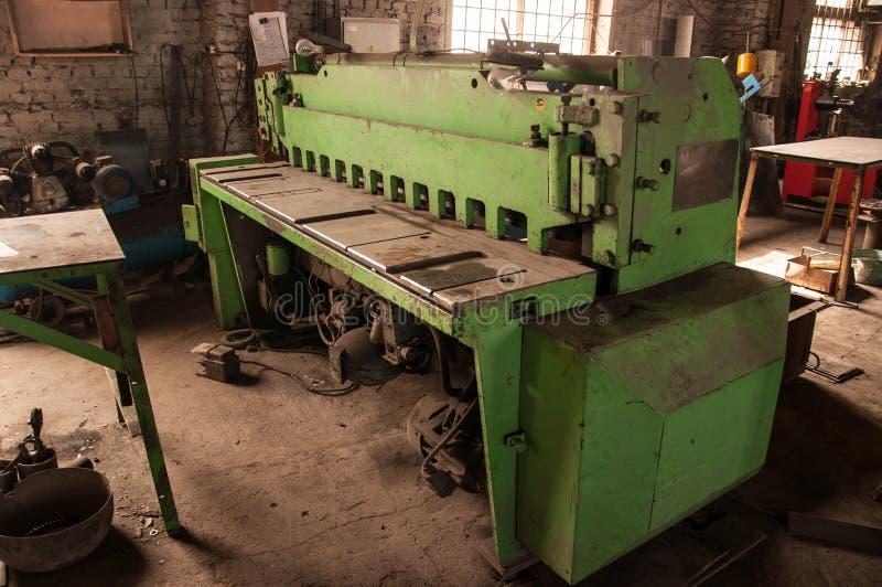 guillotine Fällen des Metalls stockfotos