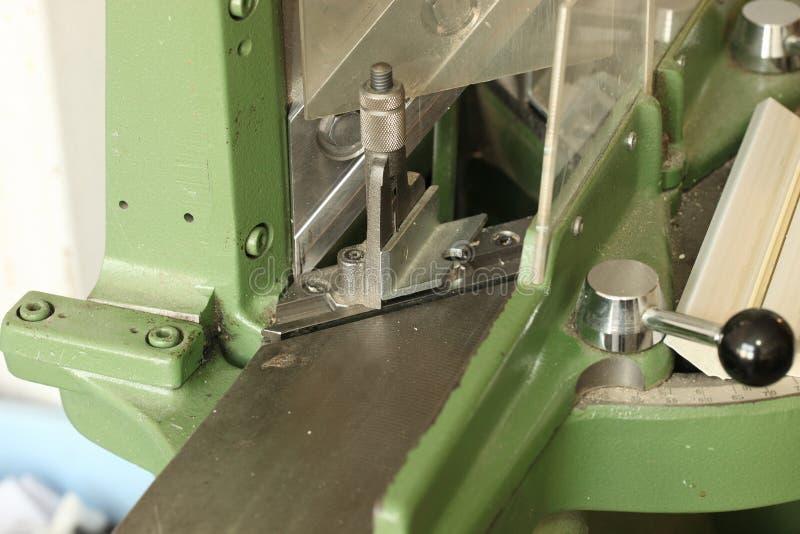 Guillotine für die Produktion von Rahmen lizenzfreies stockbild