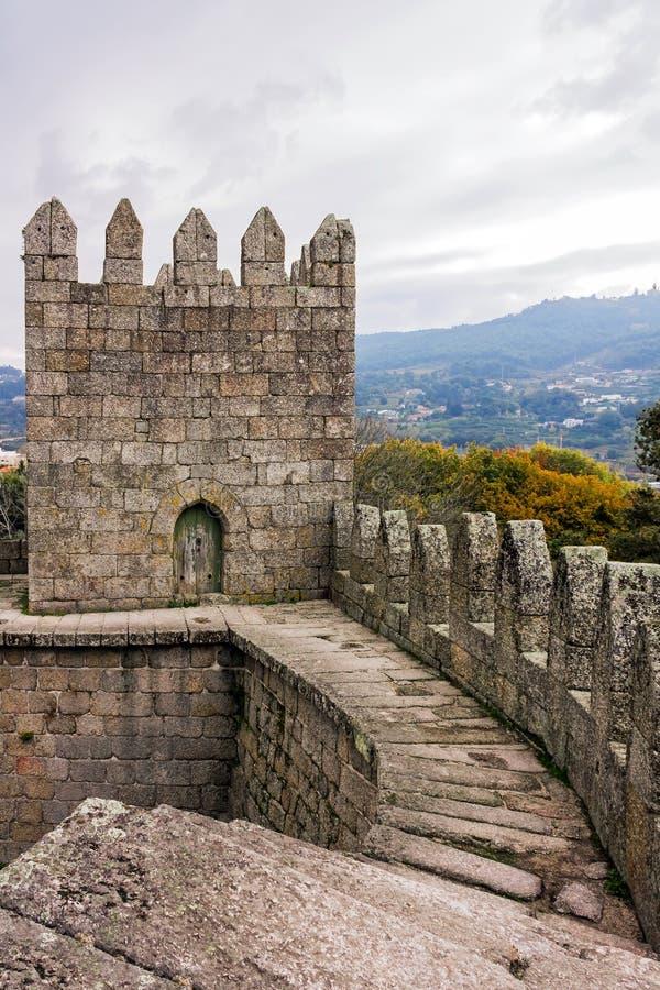 Guimaraes Portugal - Guimaraes slottinre royaltyfri fotografi
