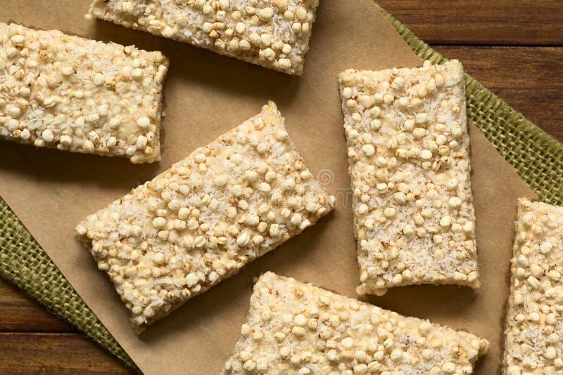 Guimauve, quinoa sauté et barres de noix de coco photos libres de droits
