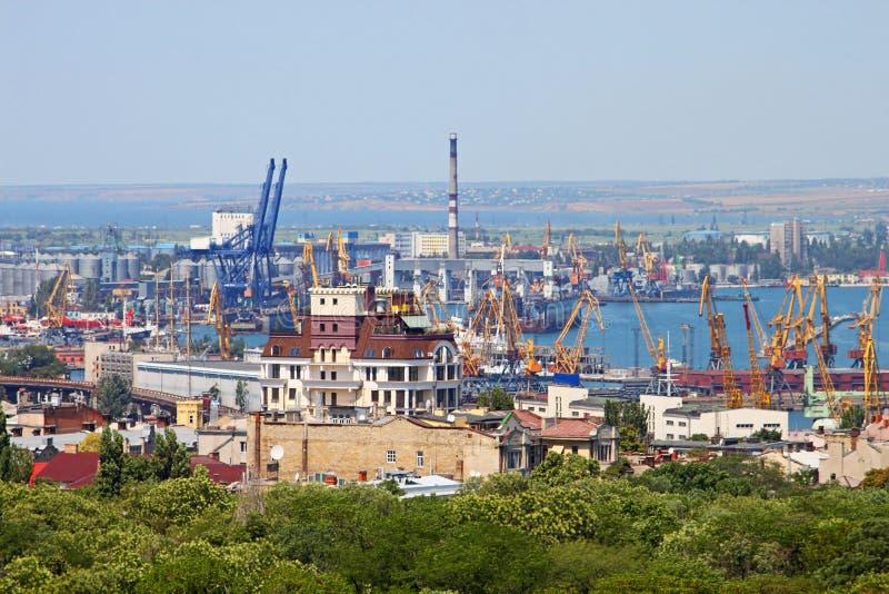 Guindaste da carga e secador de grão, porto Odessa, Ucrânia fotos de stock