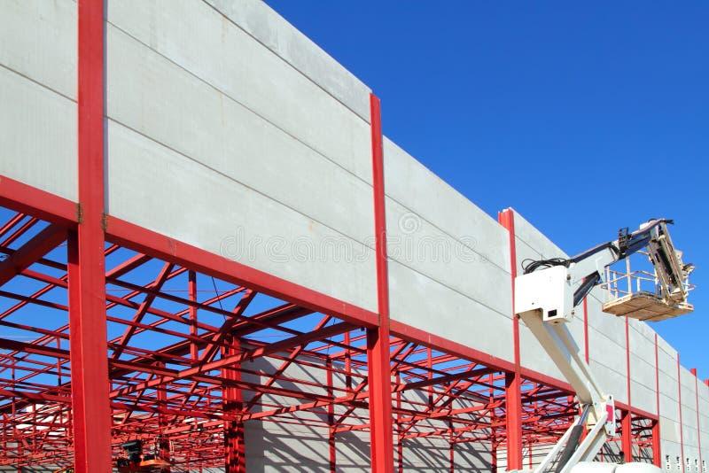 Guindaste de construção do edifício industrial foto de stock royalty free