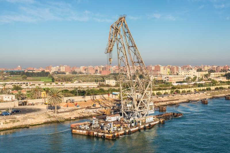 Guindaste de flutuação no canal de Suez, Egito, África imagem de stock royalty free
