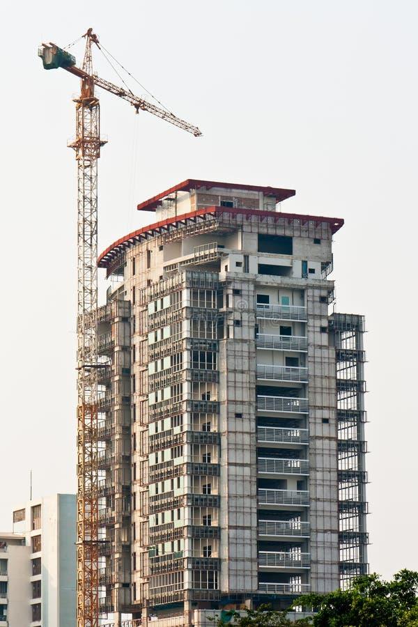 Guindaste do edifício e edifício sob a construção imagem de stock royalty free